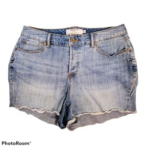 Torrid button fly light wash jean shorts size 14